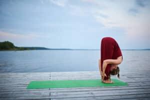 Yoga en casa. Uttanasana